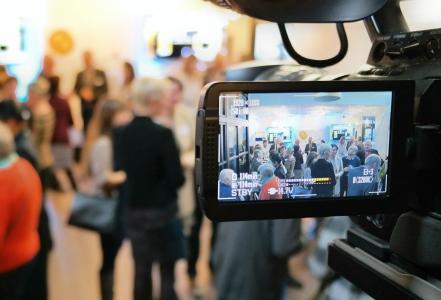 Cameraman en projectie: openingsevent AZ Maria Middelares